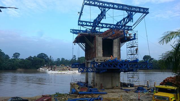 puente sobre Río Mira